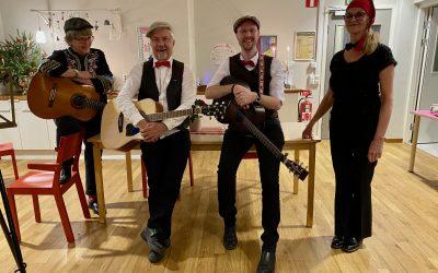 Dunderorkestern bjöd på julsånger och julfika!